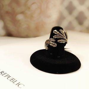 BANANA REPUBLIC hammered gold filigree ring NEW